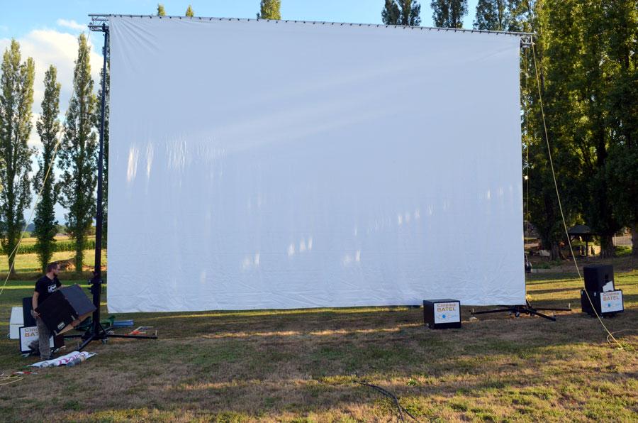 écran de cinéma à l'extérieur